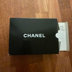 Chanel VINTAGE box. USED condition. Came with bag